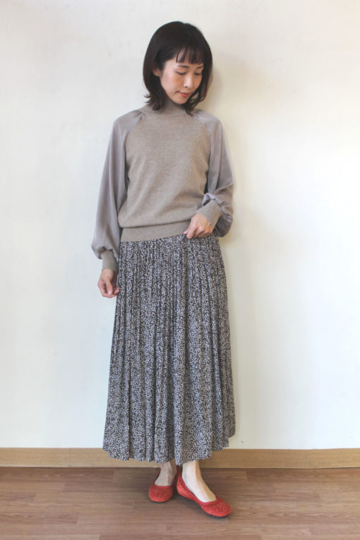 パシオーネ(PASSIONE)袖サテン切替ニットプルオーバー~♬ 画像