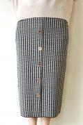 トラッゾドンナ(TORRAZZO DONNA)金ボタン千鳥格子ニットスカート/ブラック